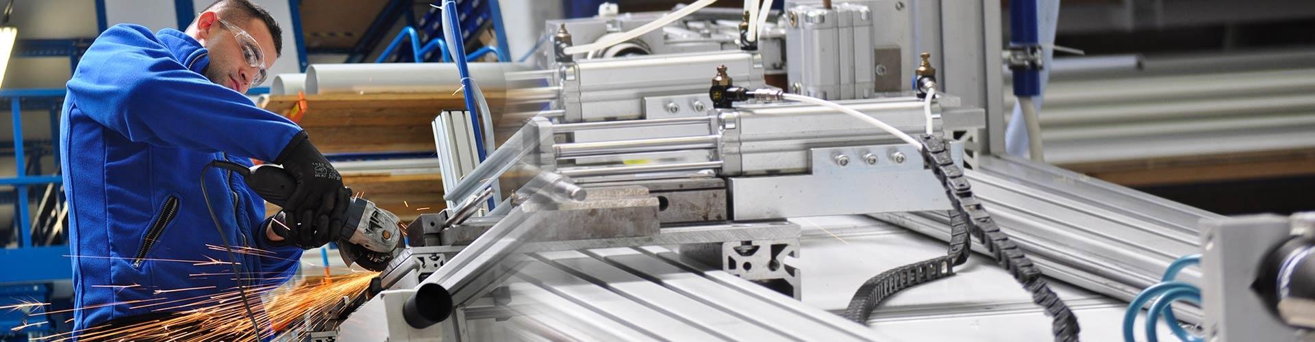 Pracownik produkcyjny w fabryce